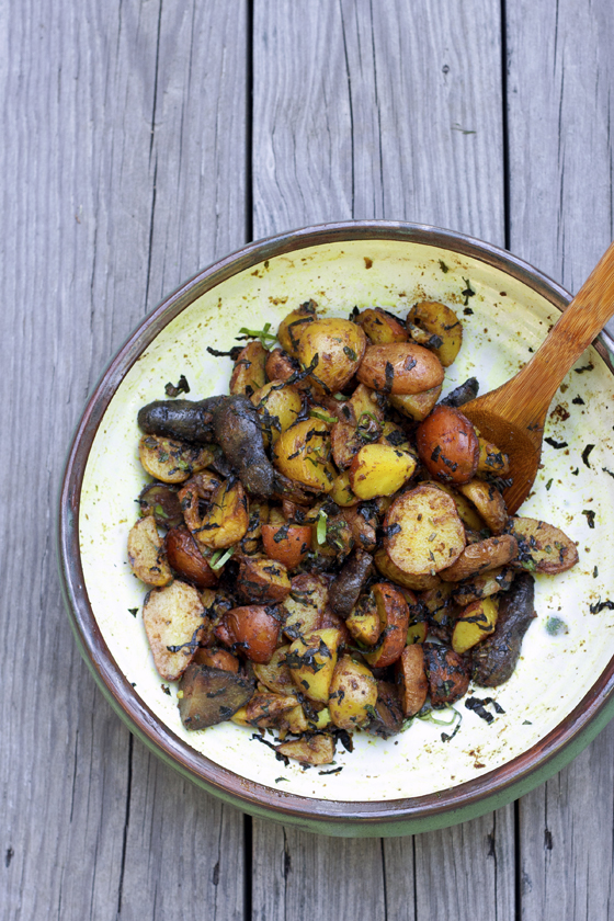 curry-potato-salad-with=basil-and-mint