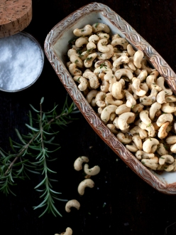 rosemary-cashews